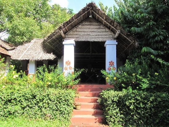 Kandath Tharavad: Tharavad - exterior