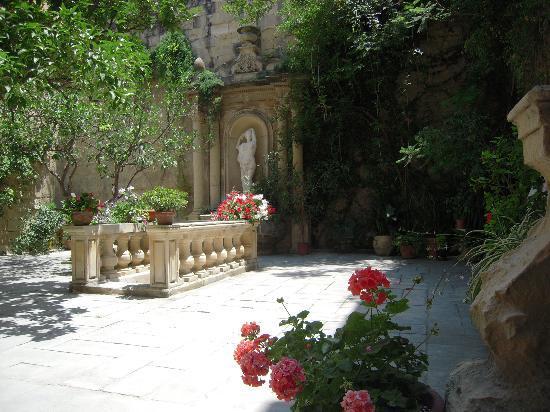 Casa Rocca Piccola: The Garden