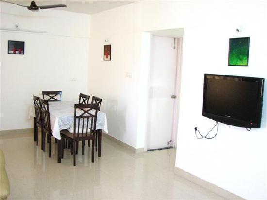 Palm Leaf Serviced Apartments: Living & Dining Area