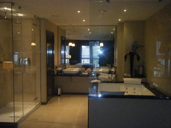 The Twelve Hotel: Stunning Bathroom