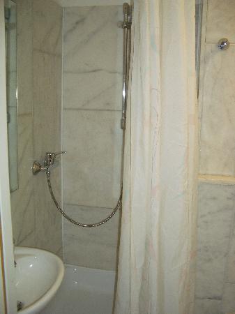 Hotel Stadt Altona: Bad zum Zimmer