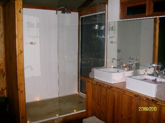 Addo Elephant Lodge and Safaris: Shower