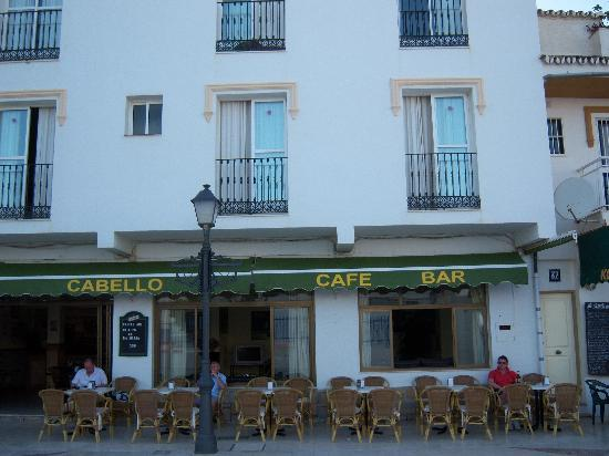 Hotel Cabello: Hotel at early evening.