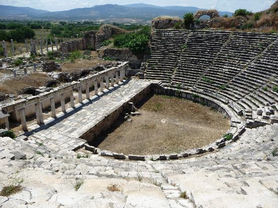 Aphrodisias : theatre