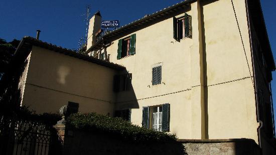 Primavera Mini Hotel: My room was at the top left