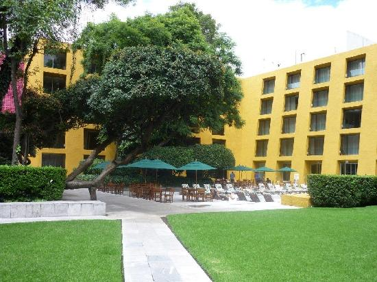 Camino Real Polanco Mexico: Inner area swimmingpool