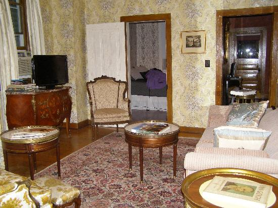Victorian living room - Picture of Hotel de Ville, Alma ...