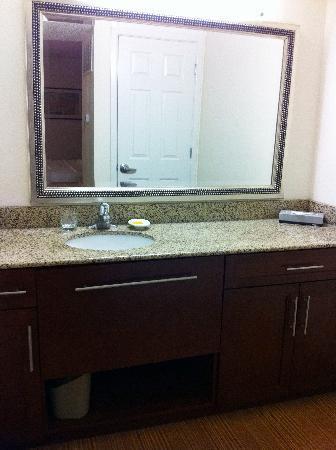 Studio 6 Lubbock TX: Vanity