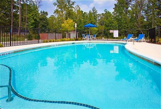 Candlewood Suites Rocky Mount: Outdoor Pool