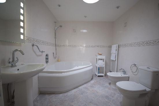 Gwel An Vala: Luxury Bathrooms