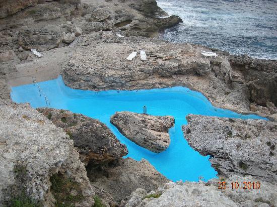 Jolie petite plage publique de cala d 39 or picture of for Club piscine chauffe eau