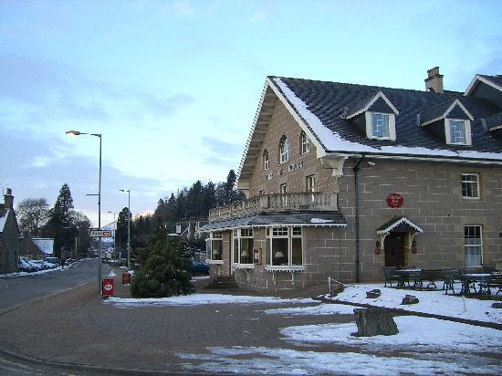 Kingussie, UK: Front of hotel