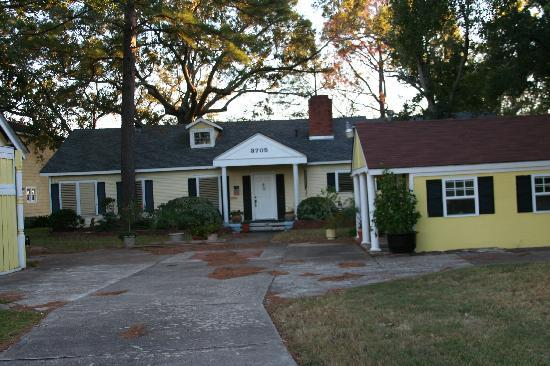 Beacon Hill Bed and Breakfast: Beacon Hill from Main Entrance Drive