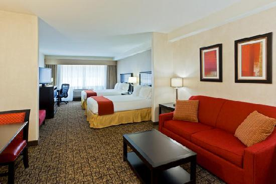 Holiday Inn Express & Suites Alexandria-Fort Belvoir: Two quee bed suite