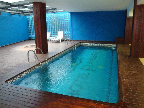 Comiendo en el restaurante del hotel fotograf a de hotel for Cuanto sale instalar una piscina
