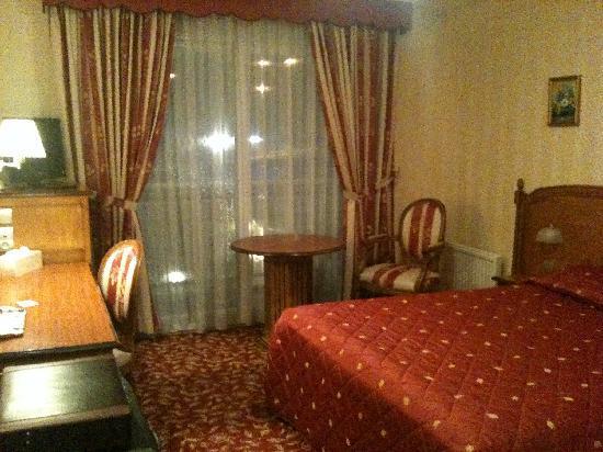 Hotel Du Manoir: La Chambre très Confortable