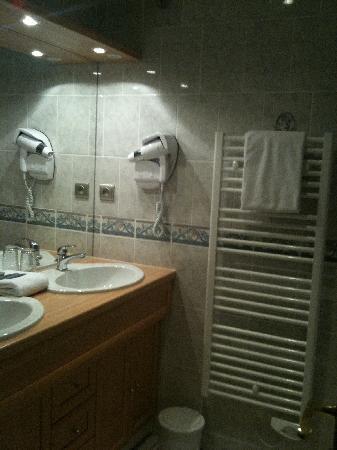 Hotel Du Manoir: La salle de bains