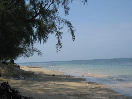 Koh Jum Lodge: View South - The Point
