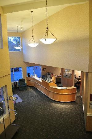 Days Inn & Conference Centre - Penticton: The Lobby