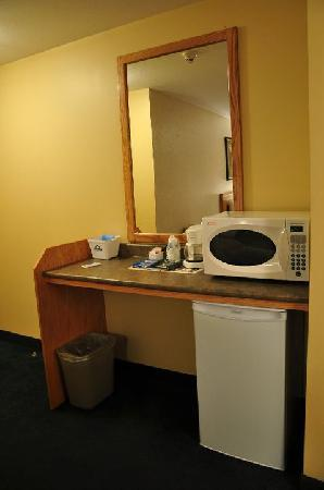 Days Inn & Conference Centre - Penticton: Fridge & Microwave - handy ammenities