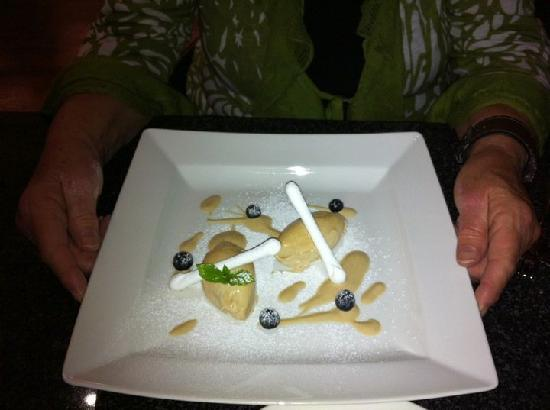 The Bay Restaurant : Meringue & Ice ream dessert