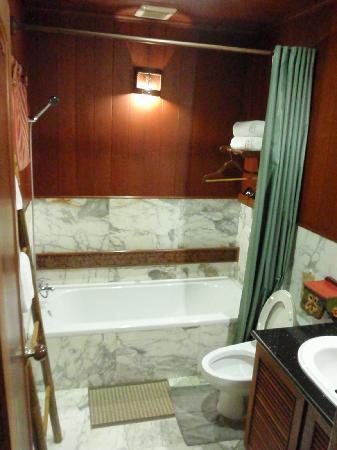 Rupar Mandalar Resort : Very small bathroom