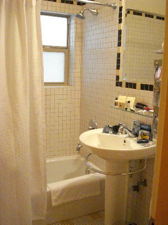 Inn at El Gaucho: Clean and neat bathroom.