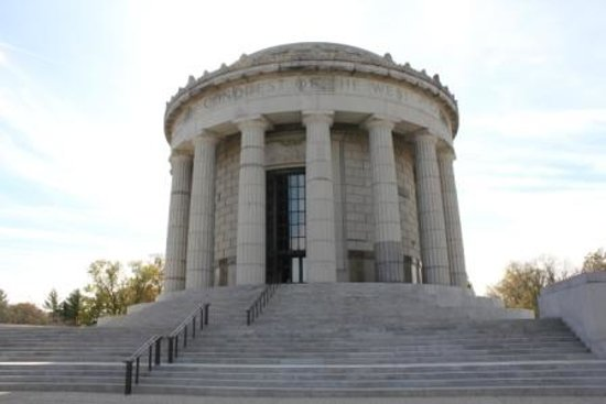 Vincennes, IN: Outside of George Rogers Clark Memorial