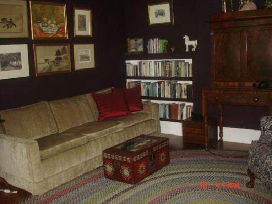 The House in Pumpkin Hollow Bed and Breakfast: Living Room