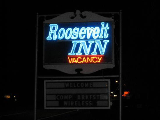 Roosevelt Inn: Sign