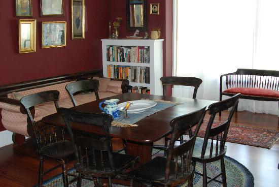 The House in Pumpkin Hollow Bed and Breakfast: Dining room