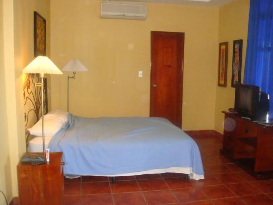 Hotel Los Arcos: Suite 220 Bedroom