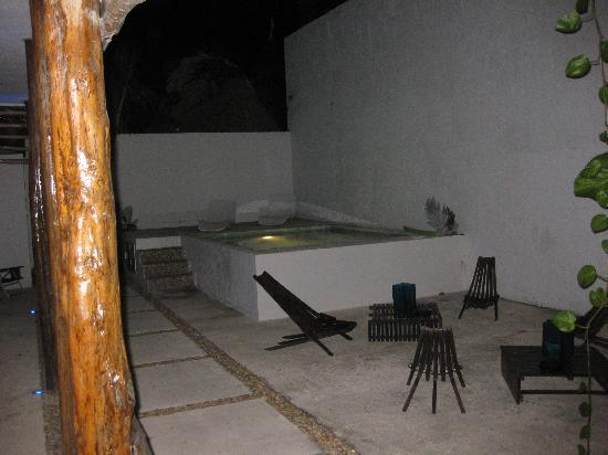 Hotel Latino: Pool At Night