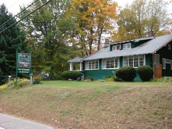 The Wilderness Inn Bed and Breakfast : Wilderness Inn in early fall
