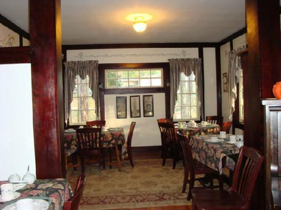 The Wilderness Inn Bed and Breakfast: Dining Area