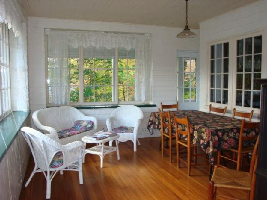 The Wilderness Inn Bed and Breakfast : A view of the sun filled porch