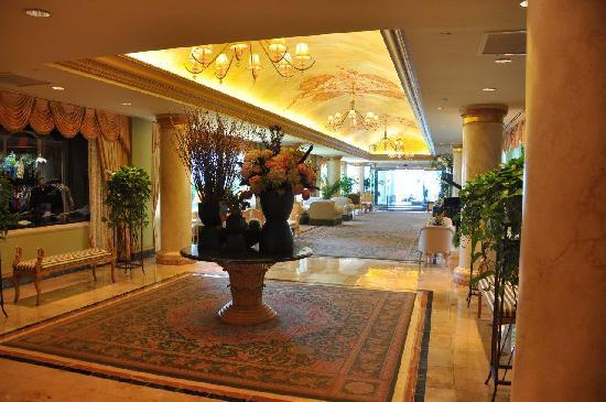 san luis lobby 2 picture of the san luis resort galveston tripadvisor. Black Bedroom Furniture Sets. Home Design Ideas
