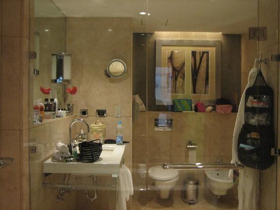 Fairmont Cairo, Nile City: Bathroom 2