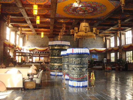 Holiday Inn Jiuzhai Jarpo: Hotel Lobby