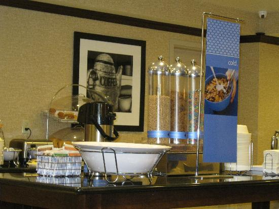 Hampton Inn Meadville : breakfest bar