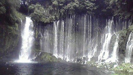 Fujiyoshida, Japan: 白糸の滝