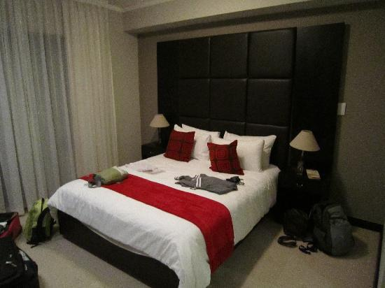 VIP Living Luxury Hotel Apartments: Main bedroom