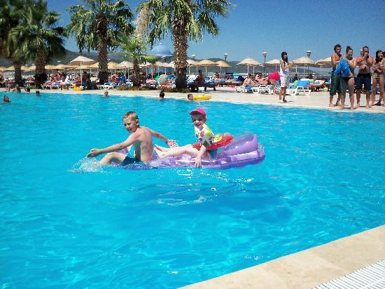 Blue Dreams Resort: kids in main pool