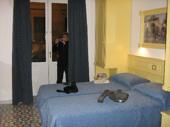 Astoria Hotel: Notre chambre 120