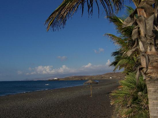 R2 Bahia Playa Hotel & Spa: LA Plage de sable noir