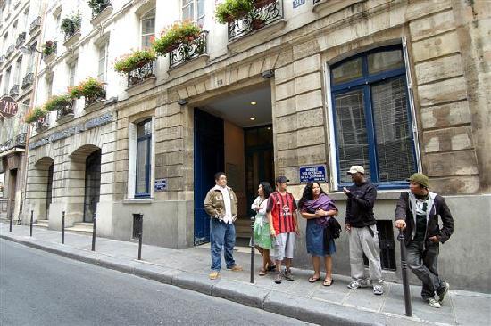 ENTREE de L'AUBERGE BVJ PARIS LOUVRE