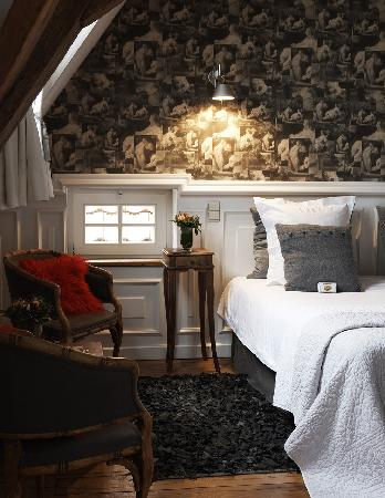 Number 11 Exclusive Guesthouse: GREY WHITE ROOM