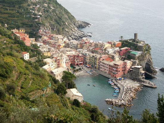 Camere Fontanavecchia: Vernazza as seen from the trail to Monterosso.