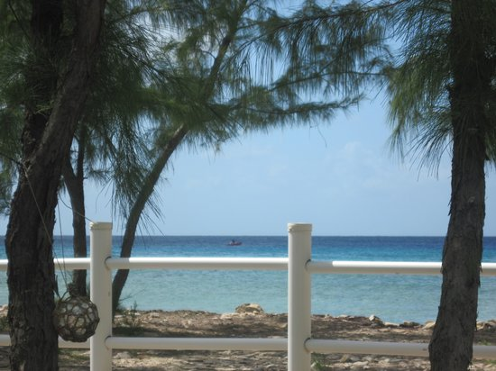 Salt Cay: View from Tradewinds, fishermen