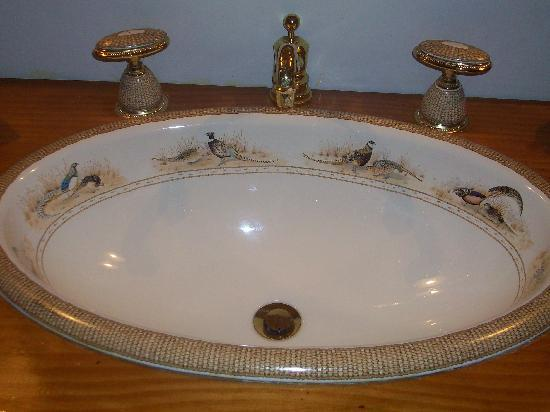 Dockside Bed & Breakfast: my favorite! this sink was amazing!